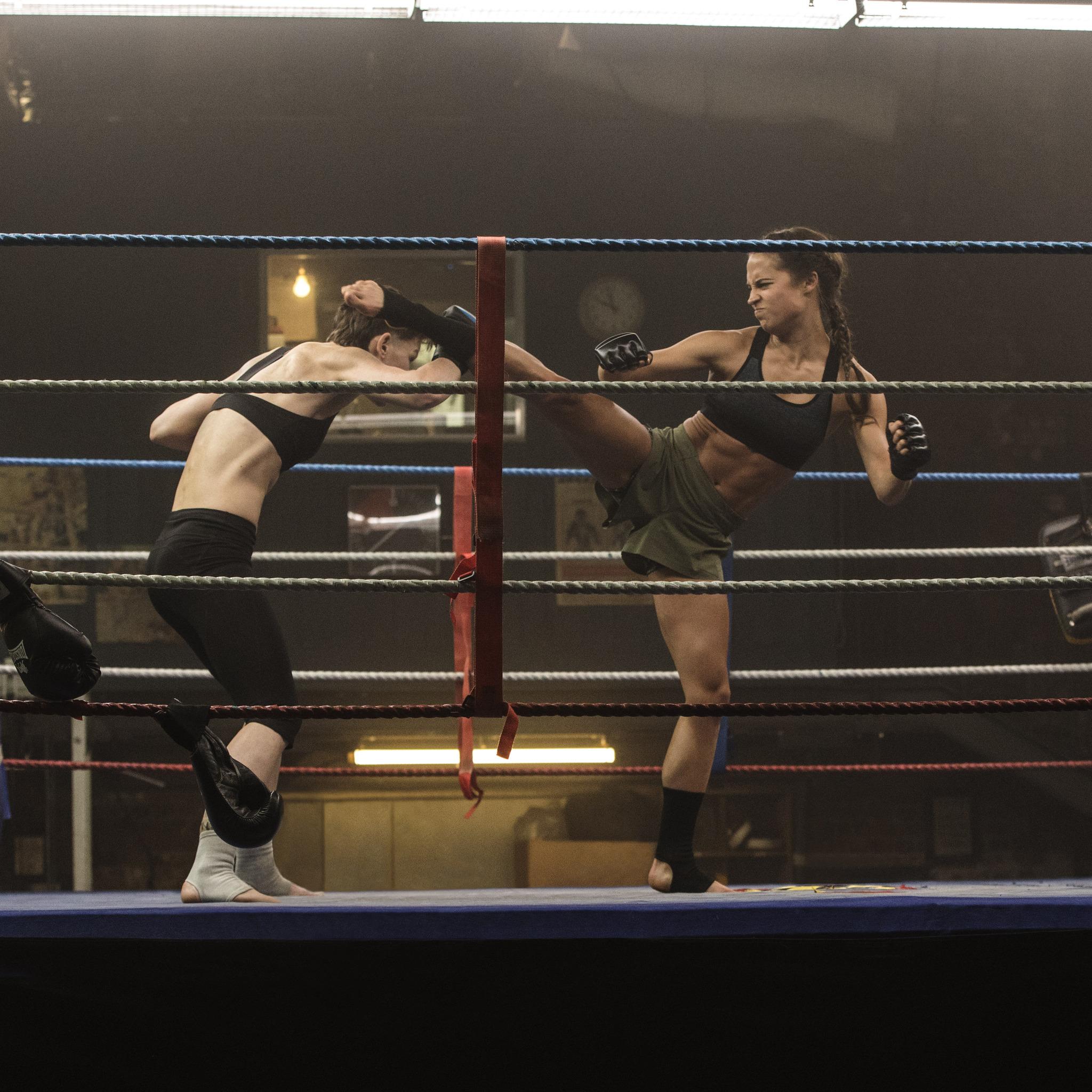 Wallpaper Tomb Raider 2018: 2048x2048 Tomb Raider 2018 Movie Alicia Vikander Doing