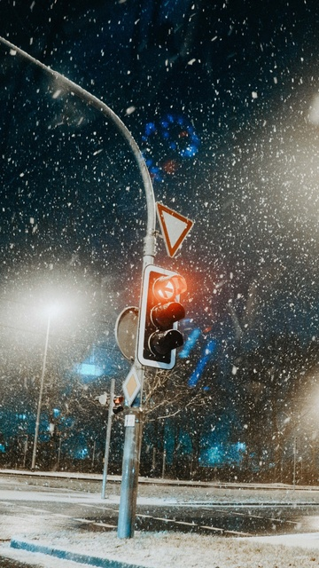 traffic-light-snow-pillar-5k-vq.jpg