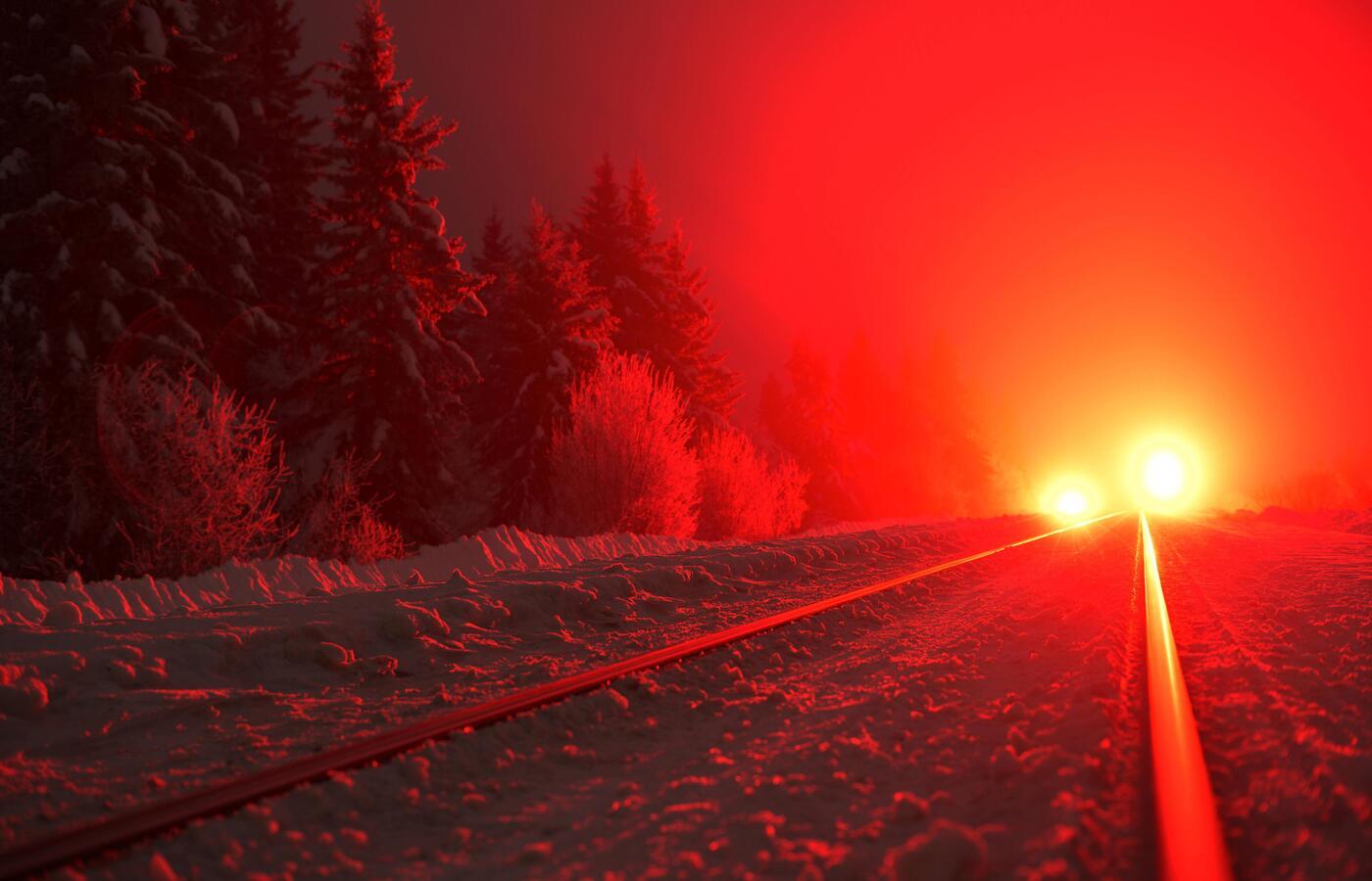 train-lights-bright-5k-nr.jpg