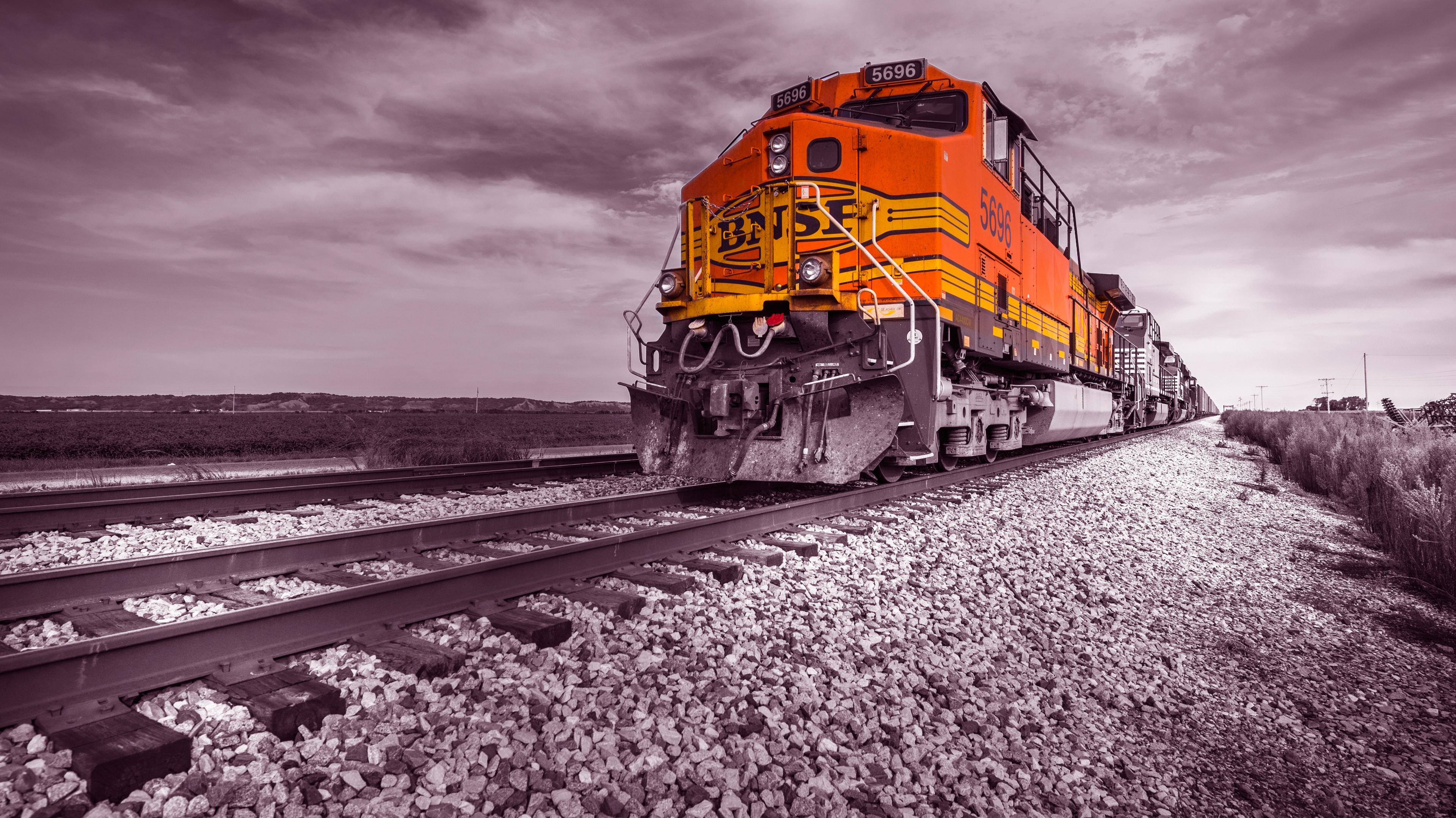 train-on-track-rz.jpg