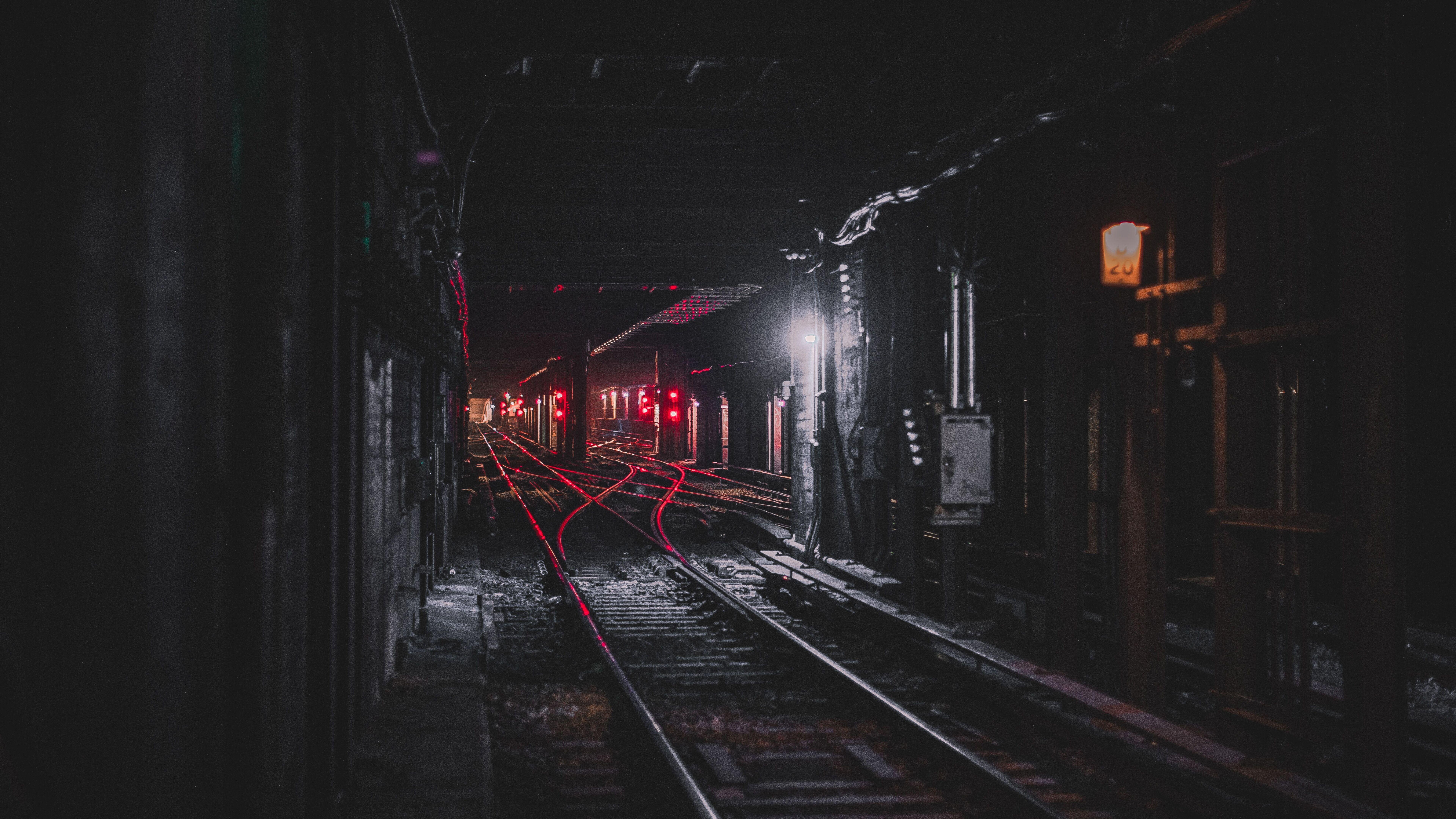 train-tunnel-8k-xs.jpg