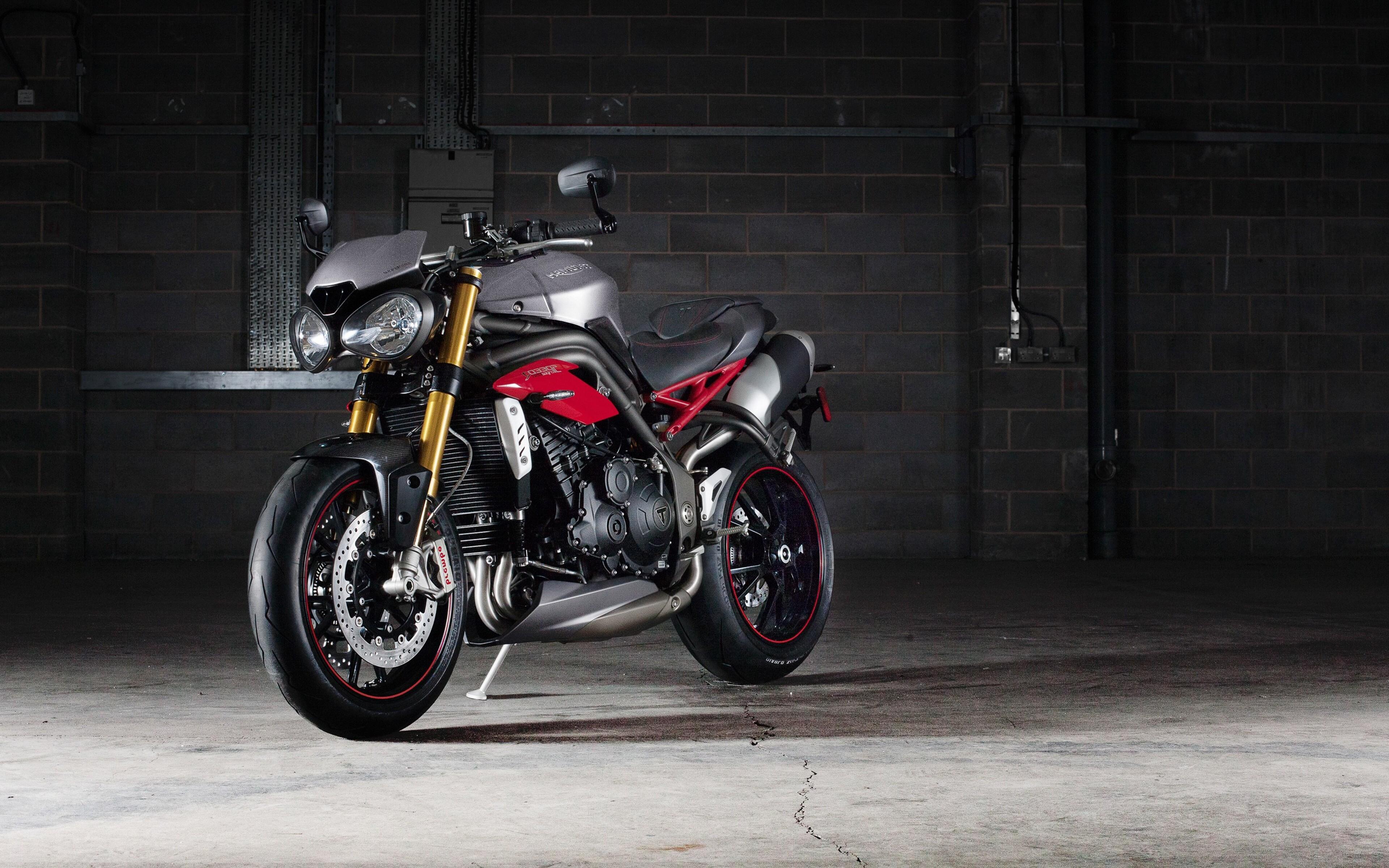 triump-speed-triple-r-bike.jpg
