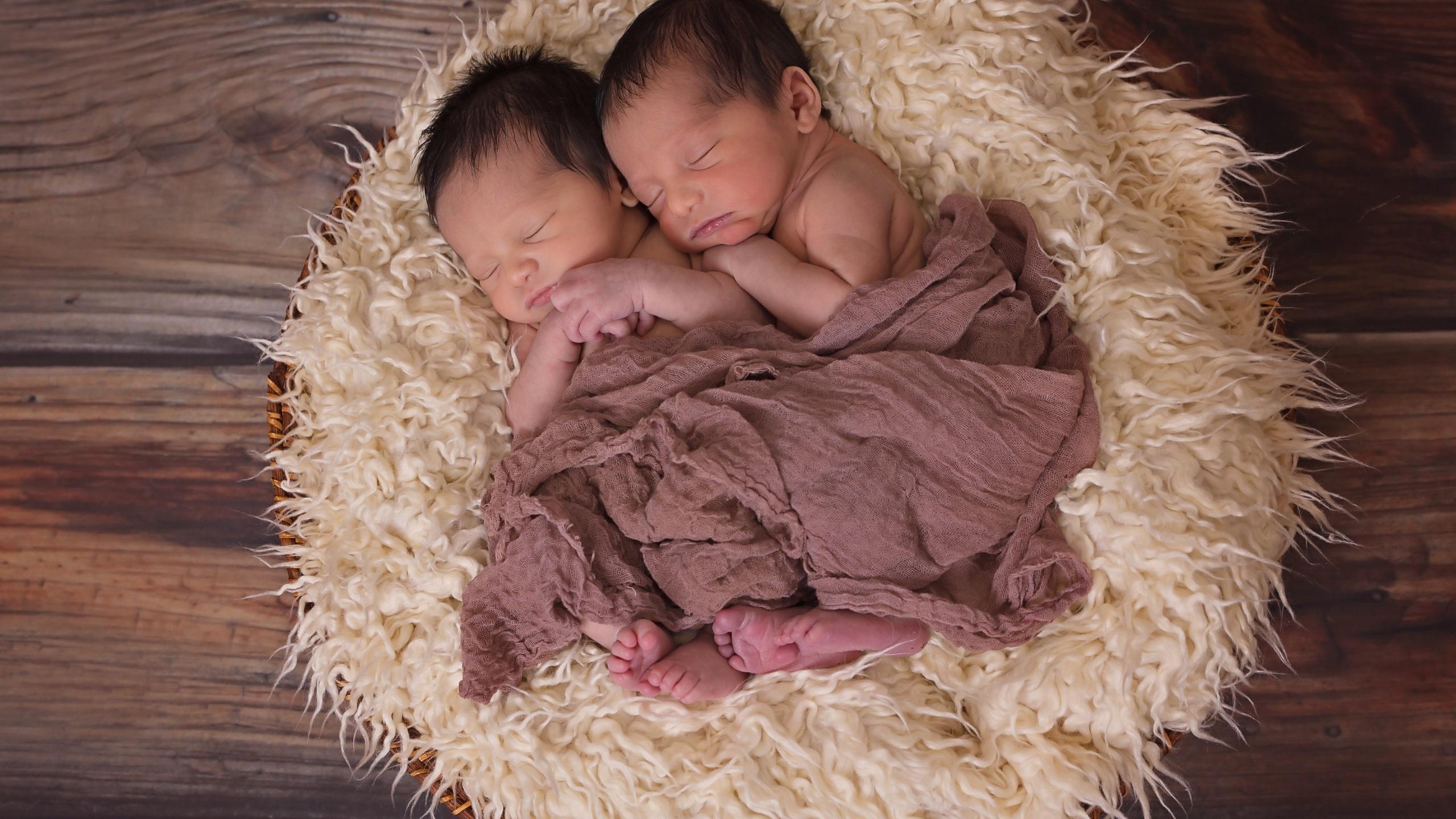 twins-babies-je.jpg