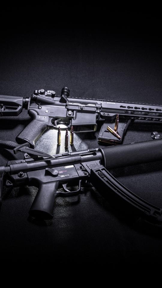 two-black-assault-rifles-5k-g0.jpg