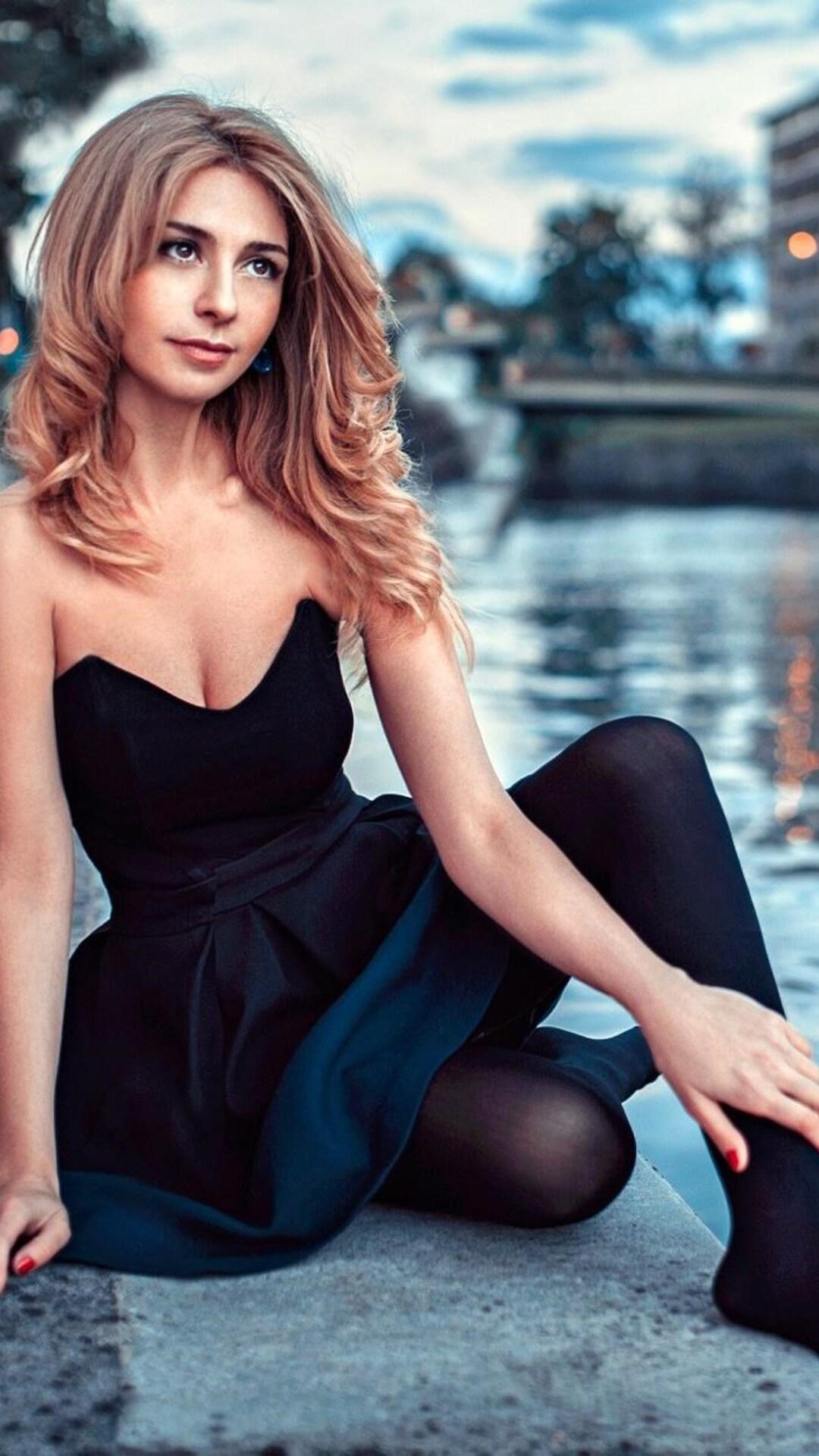 Brunette, woman, beautiful, stare, 1080x1920 wallpaper