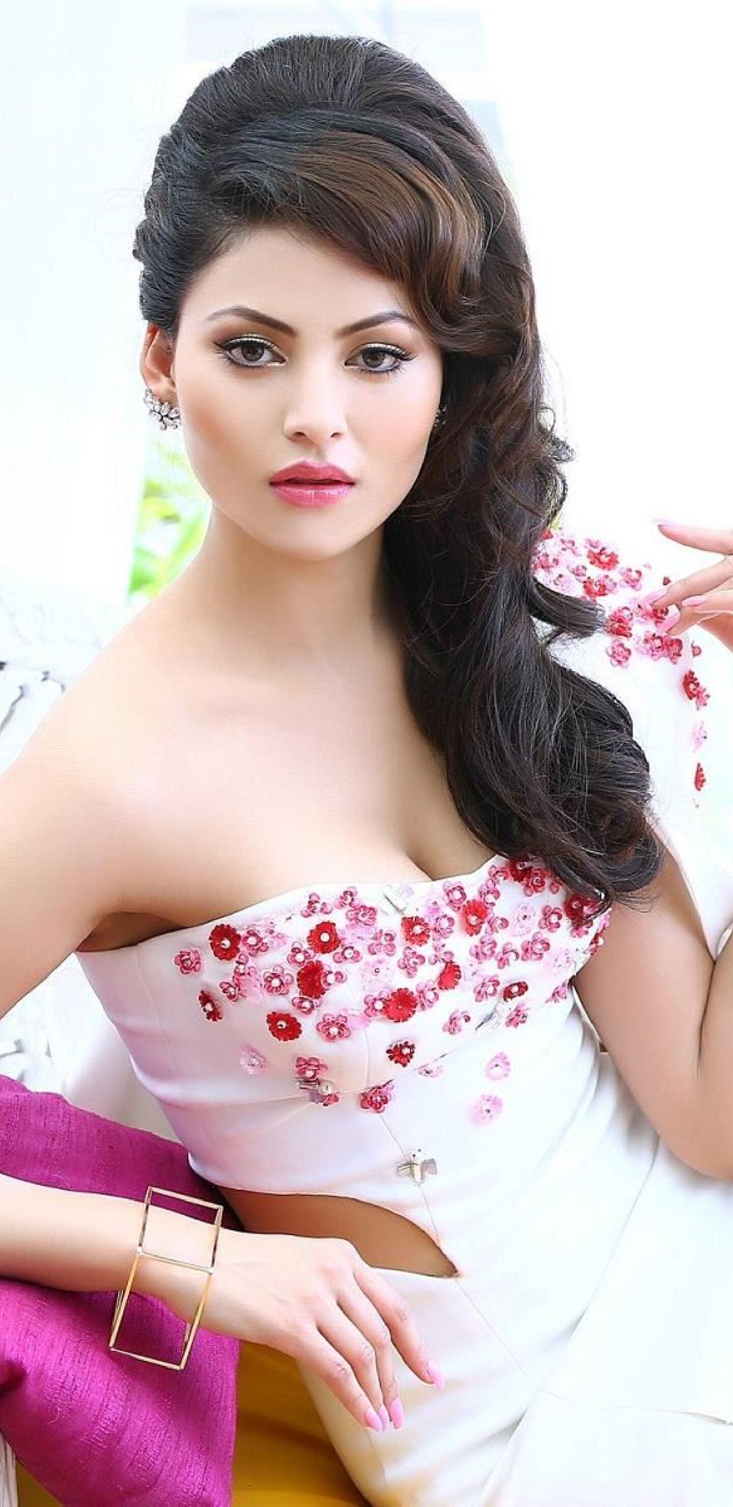 urvashi-rautela-celebrity-sd.jpg