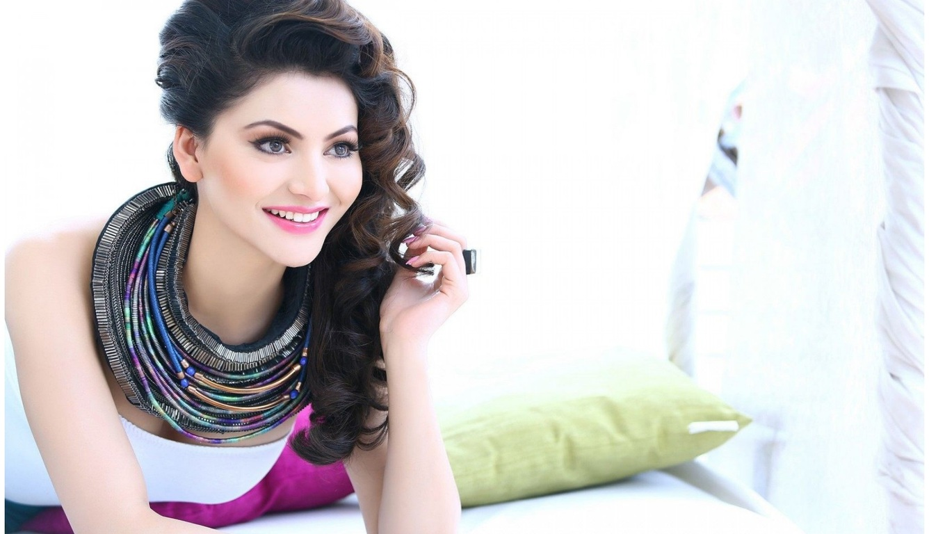 urvashi-rautela-indian-wallpaper.jpg