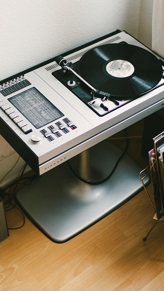 vinyl-turntable-records-headphones.jpg