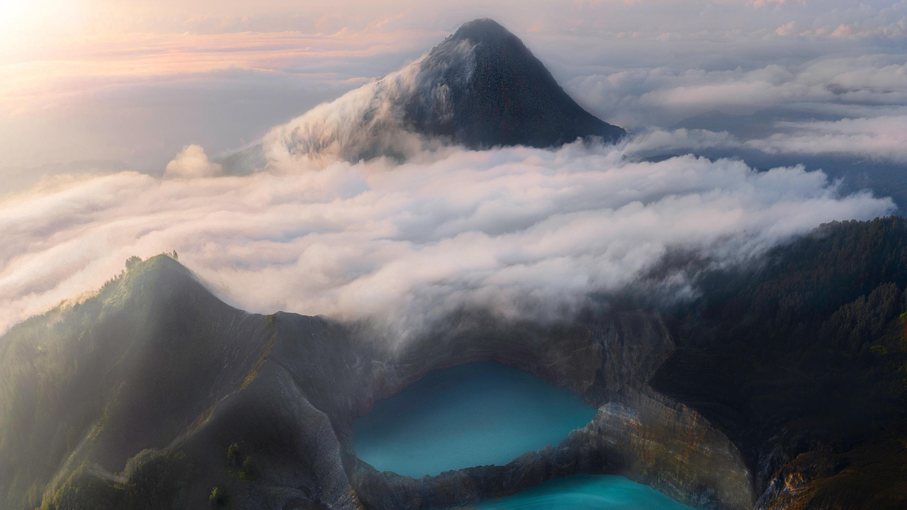 volcanic-lakes-flores-indonesia-4k-ax.jpg