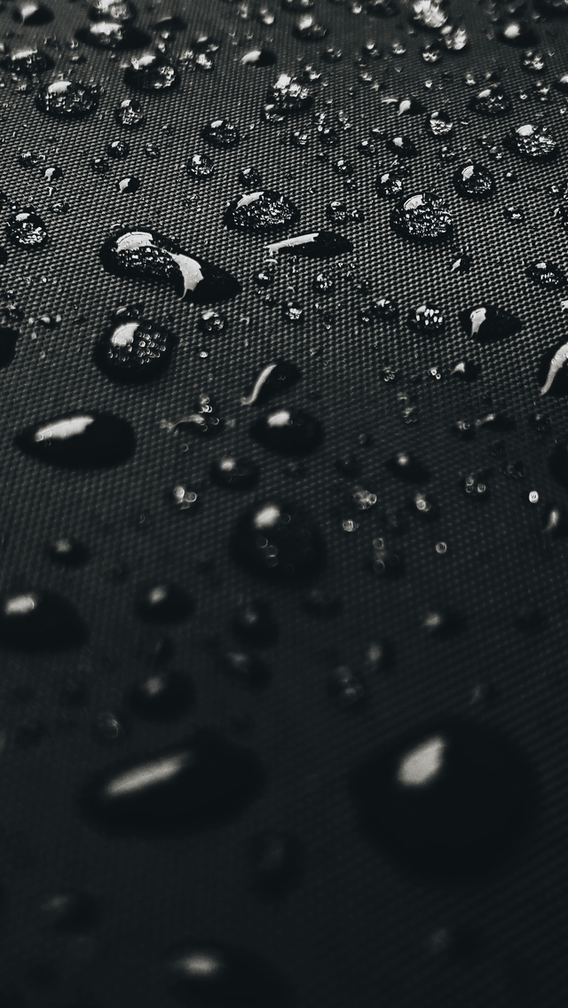 640x1136 Water Drops On Black Surface 4k Iphone 5 5c 5s Se Ipod Touch Hd 4k Wallpapers Images Backgrounds Photos And Pictures