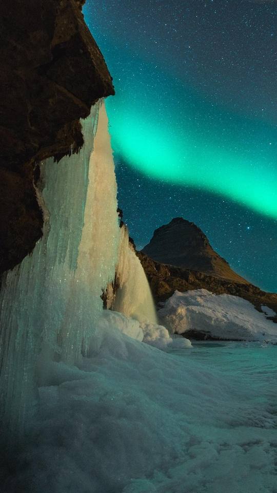water-fall-with-aurora-borealis-0k.jpg