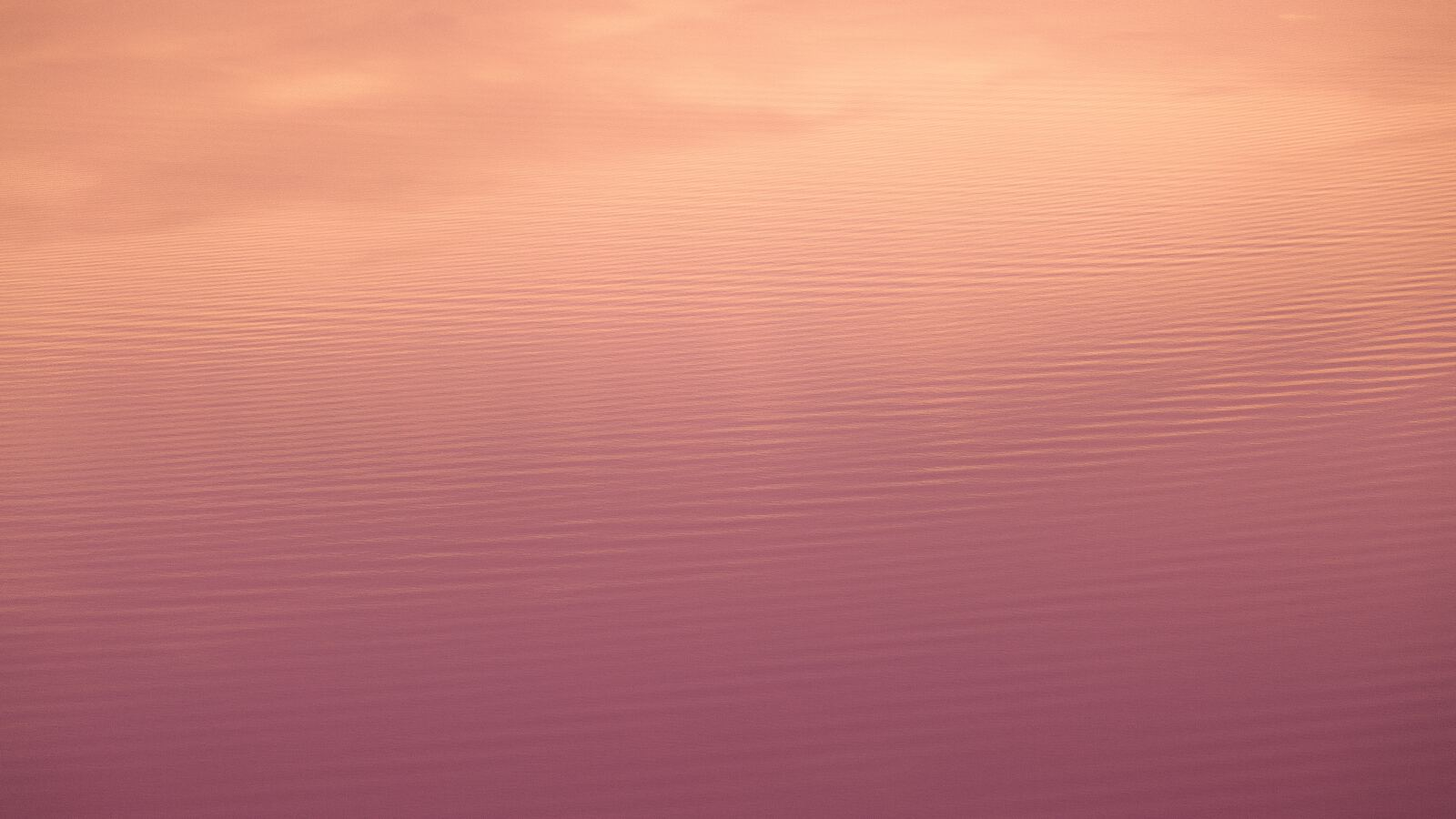 water-reflecting-sky-minimal-5k-09.jpg