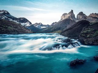 water-through-rocks-4k-kl.jpg
