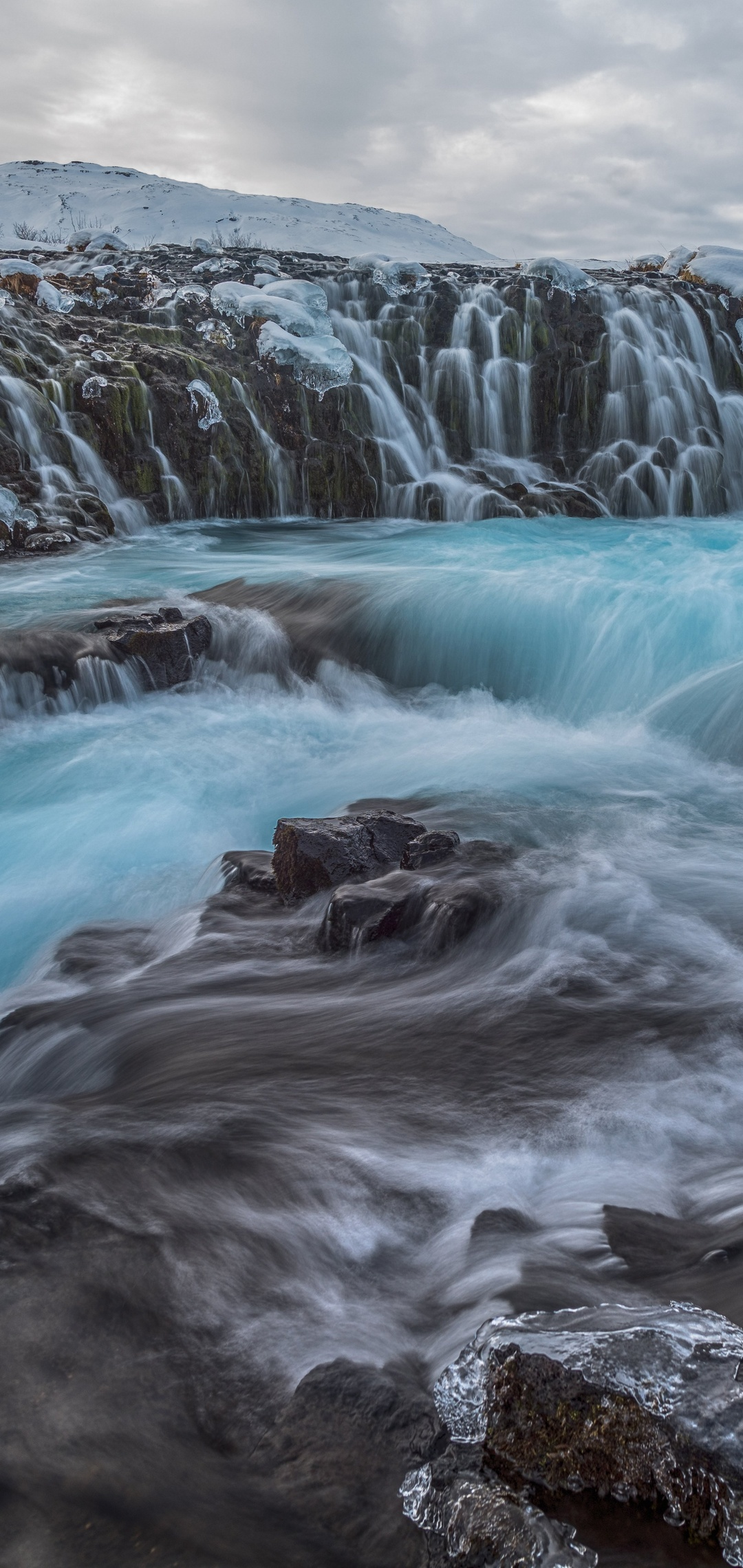 waterfall-winter-frozen-rock-8k-zw.jpg