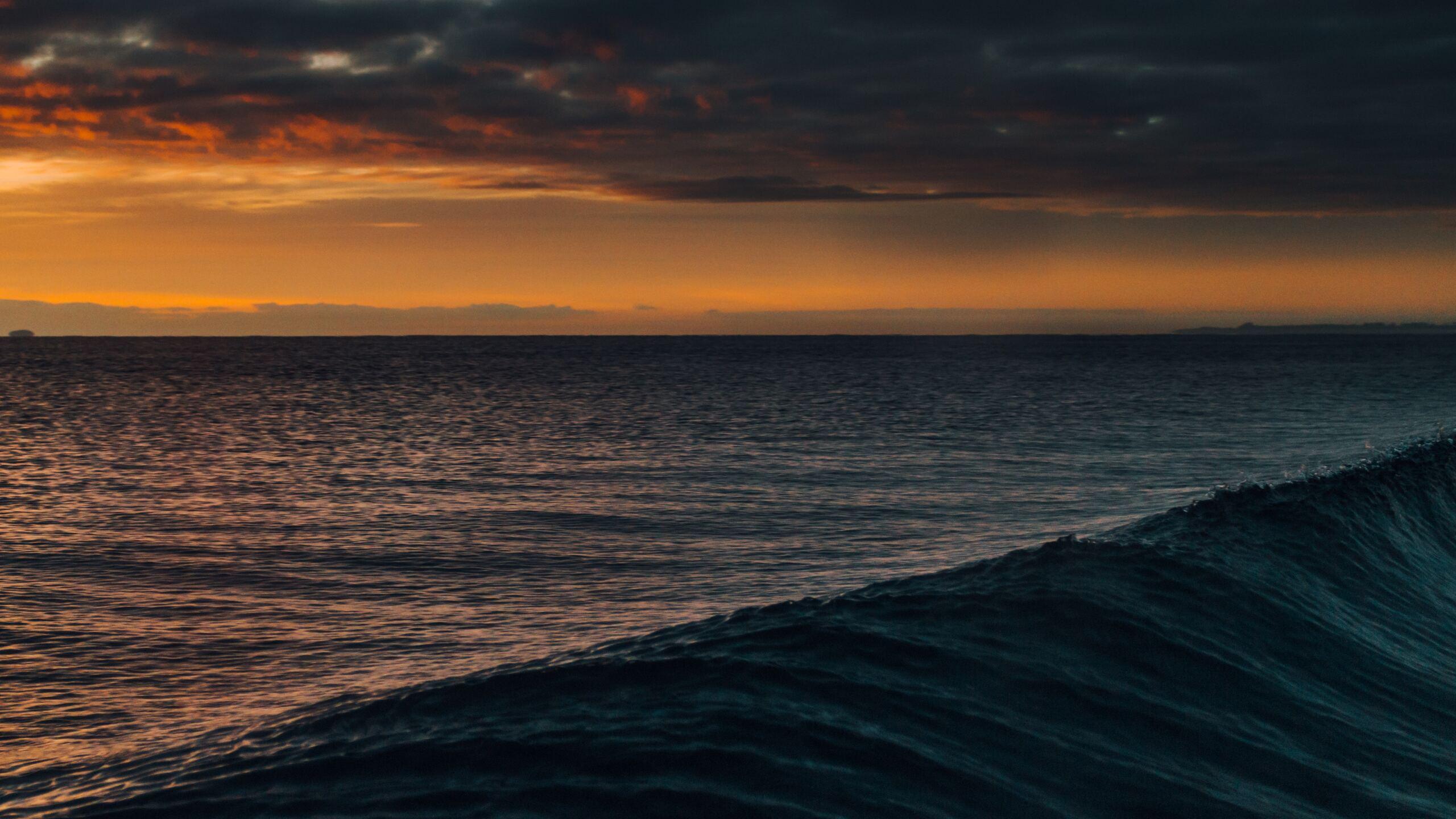 waves-cloudscape-dark-orange-4k-vr.jpg