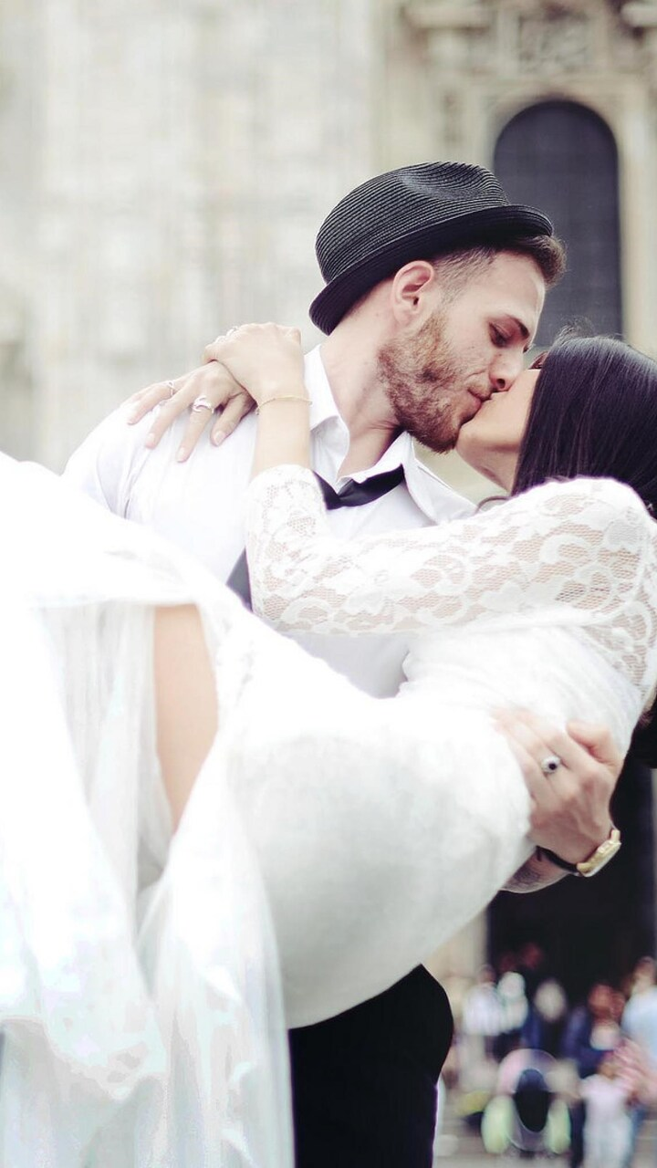 wedding-couple-kissing.jpg