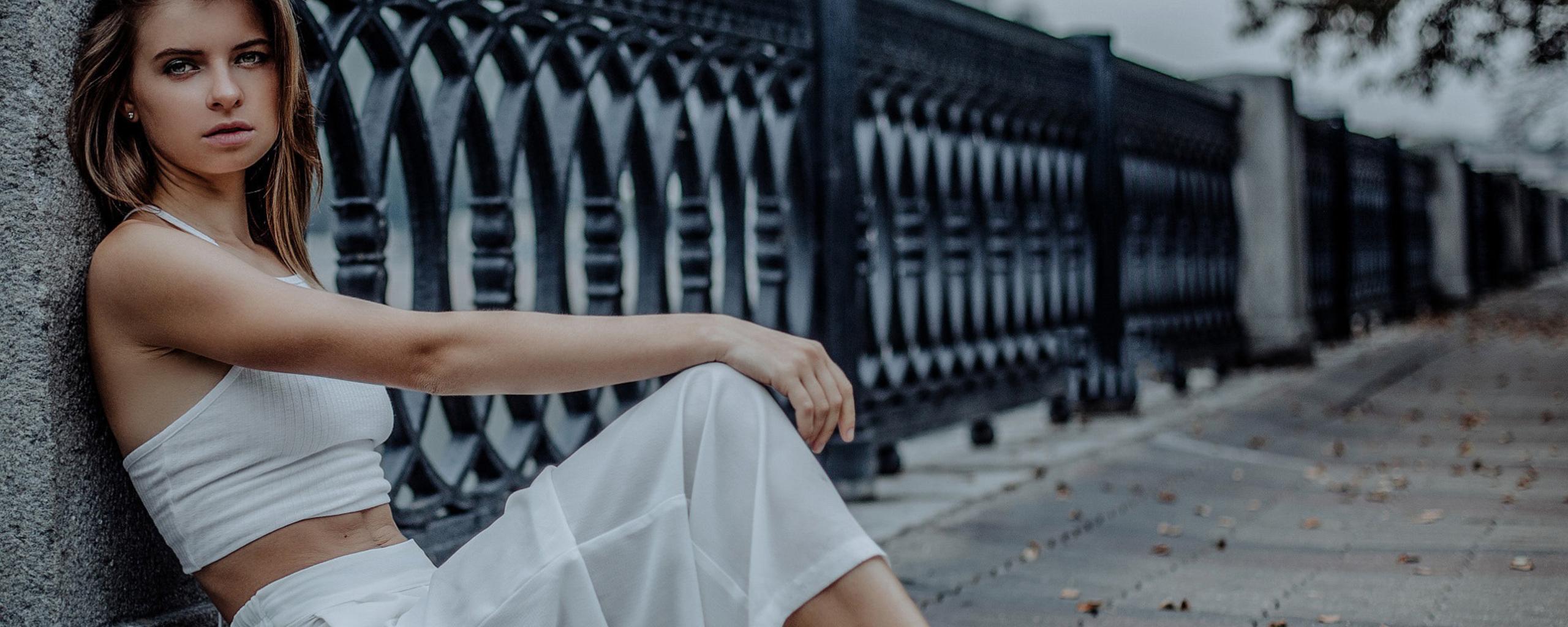 white-dress-girl-sitting-80.jpg