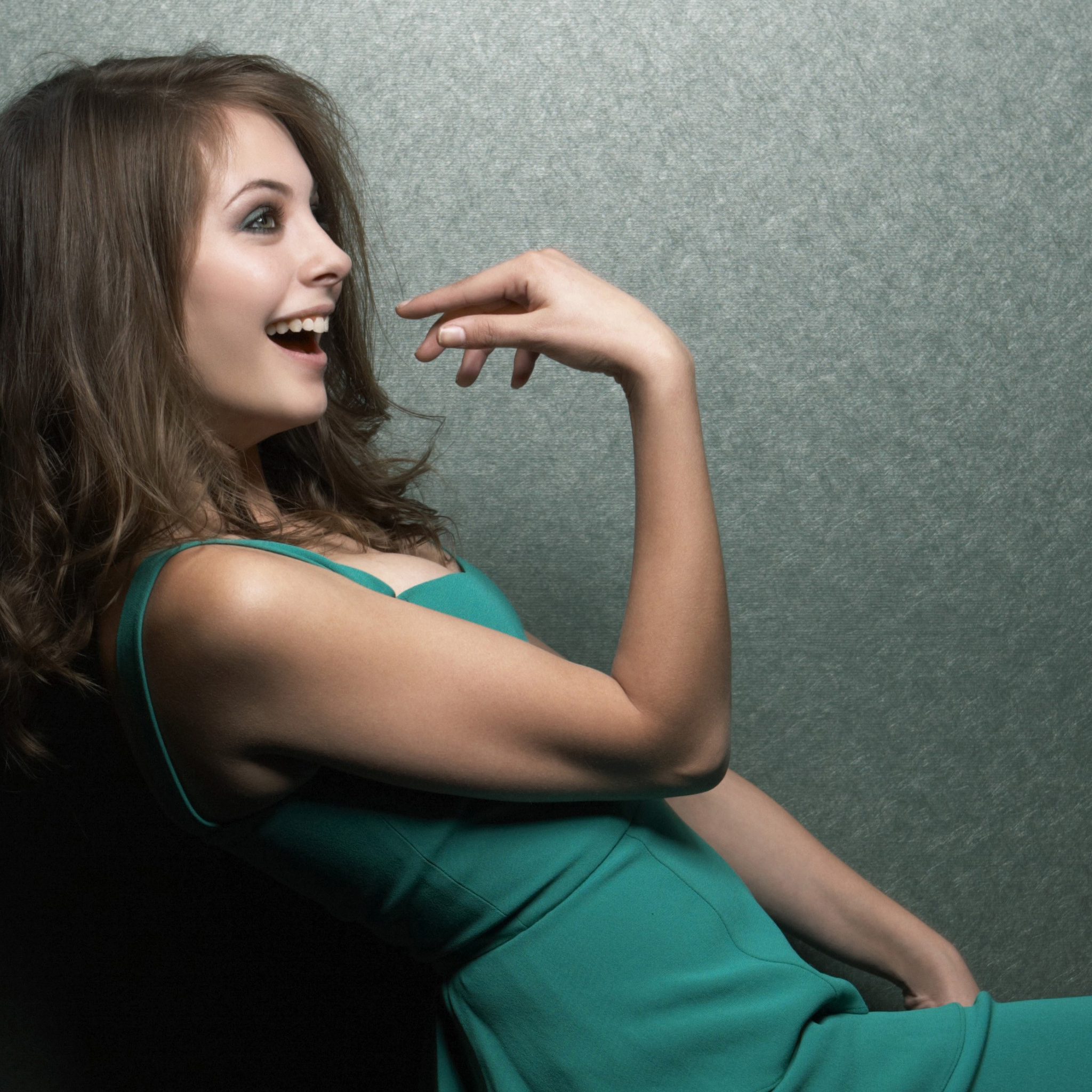 willa-holland-cute-smiling-4k-p9.jpg