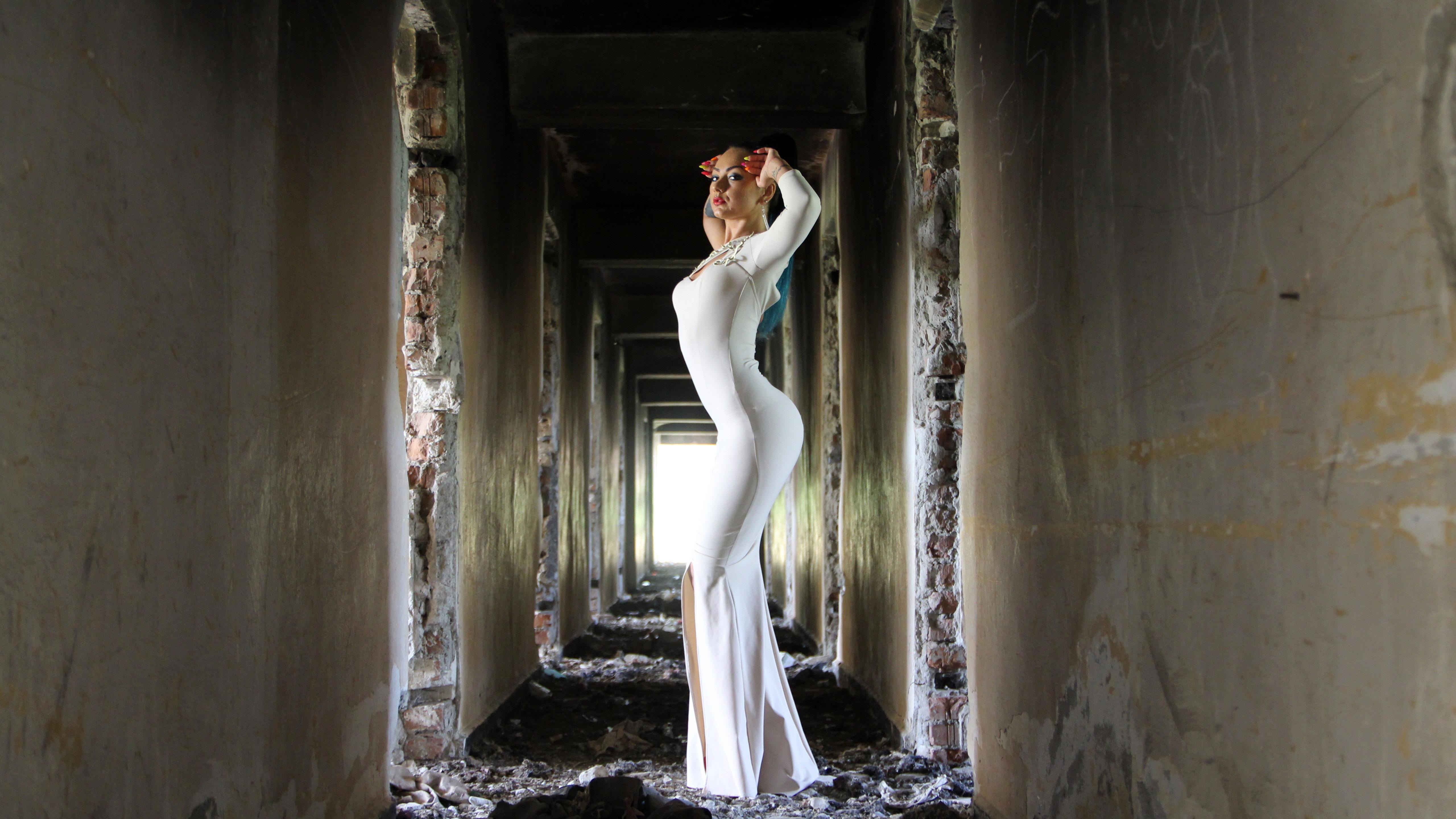 woman-in-white-bodycon-maxi-dress-jp.jpg