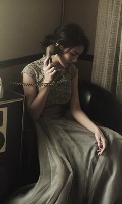 woman-talking-on-wire-telephone-na.jpg