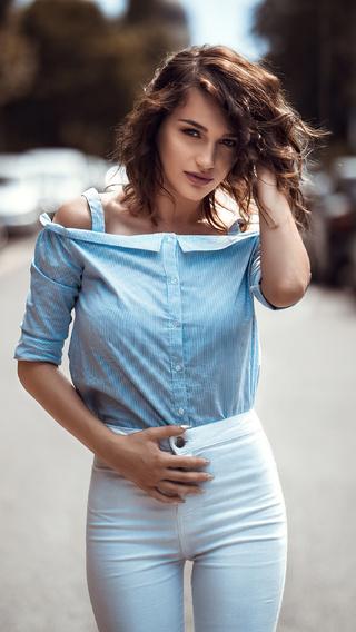 women-bruneete-curly-hair-blue-shirt-4k-e7.jpg