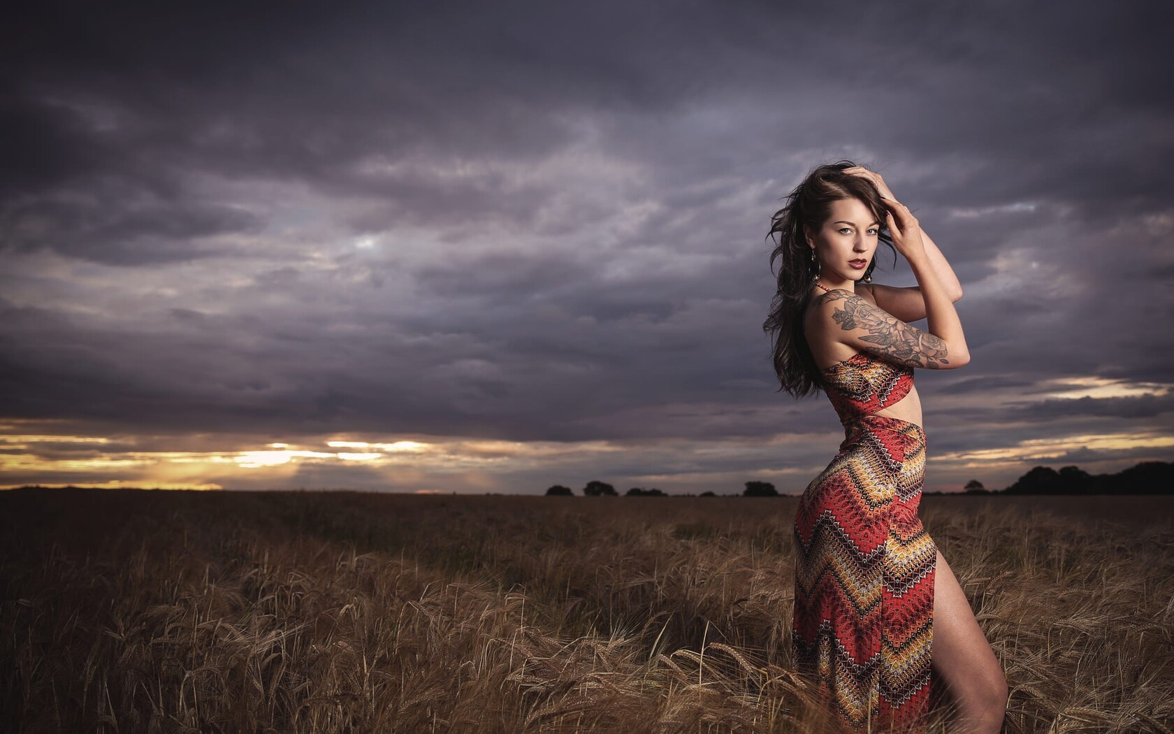 women-field-lights-photoshoot-pic.jpg