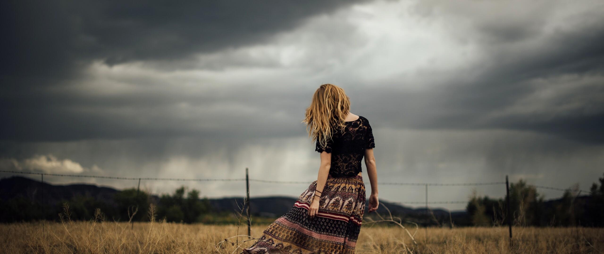 women-model-outdoor-fields.jpg