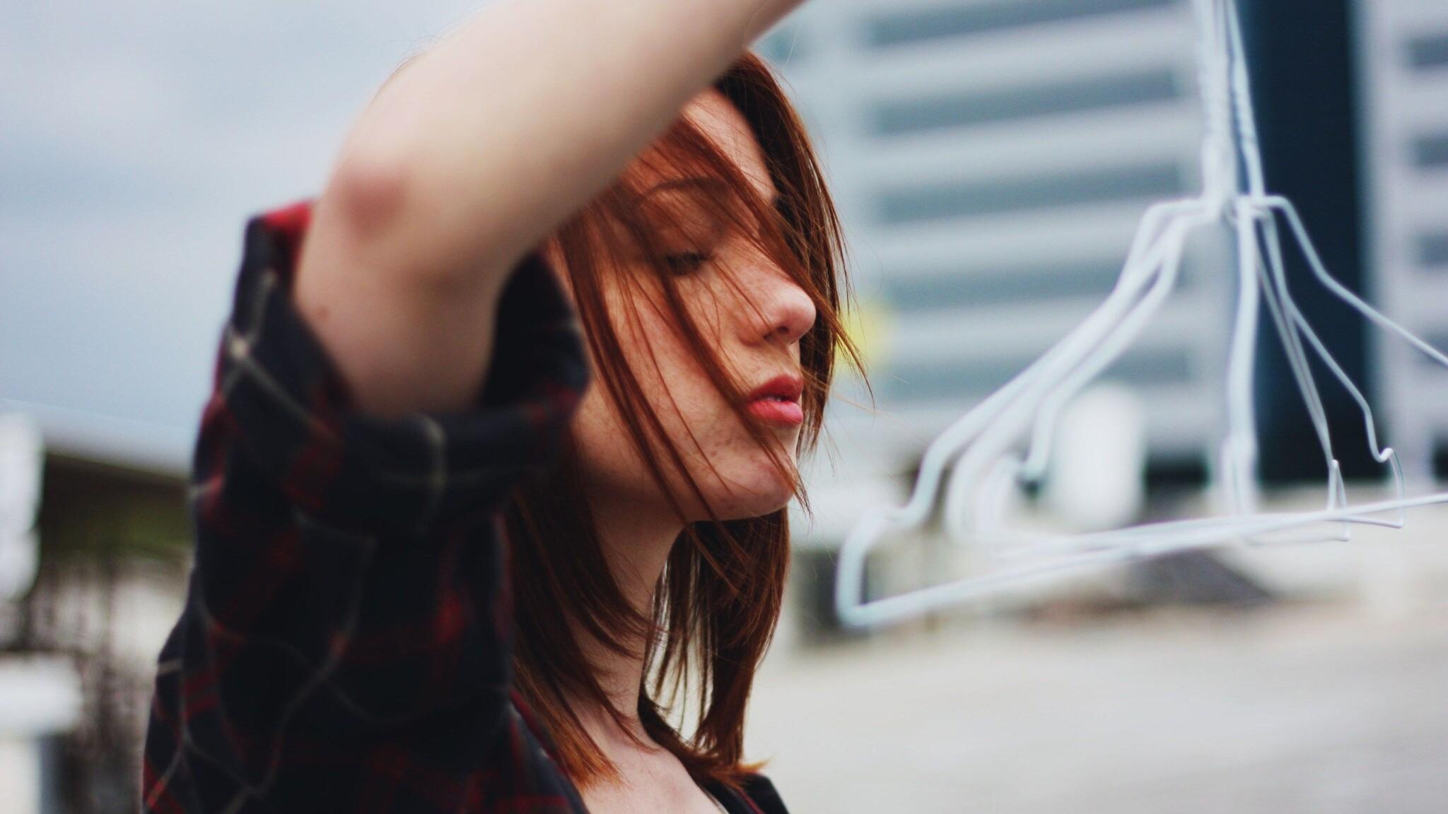 women-outdoors-closed-eyes-6t.jpg