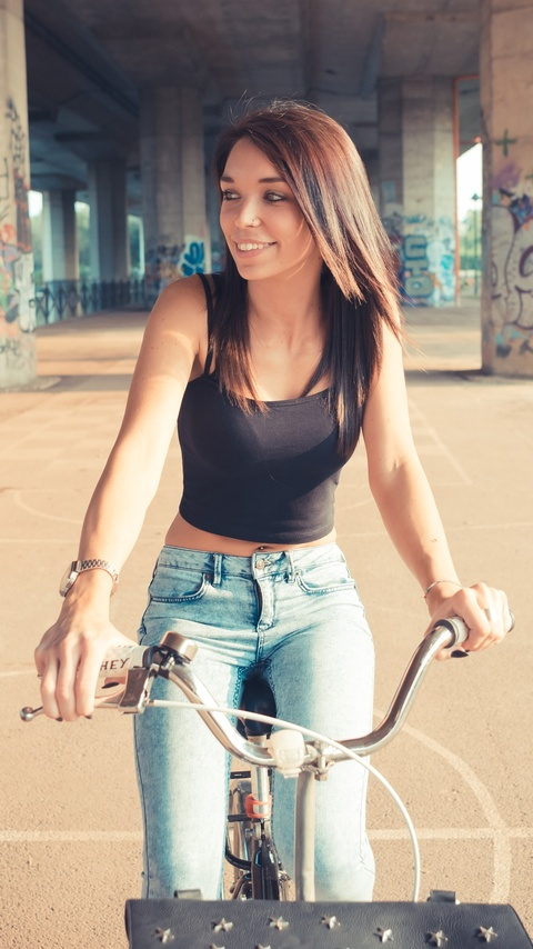 women-with-bicycle-smiling-4k-dq.jpg