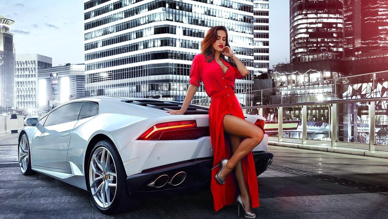 women-with-car-wide.jpg