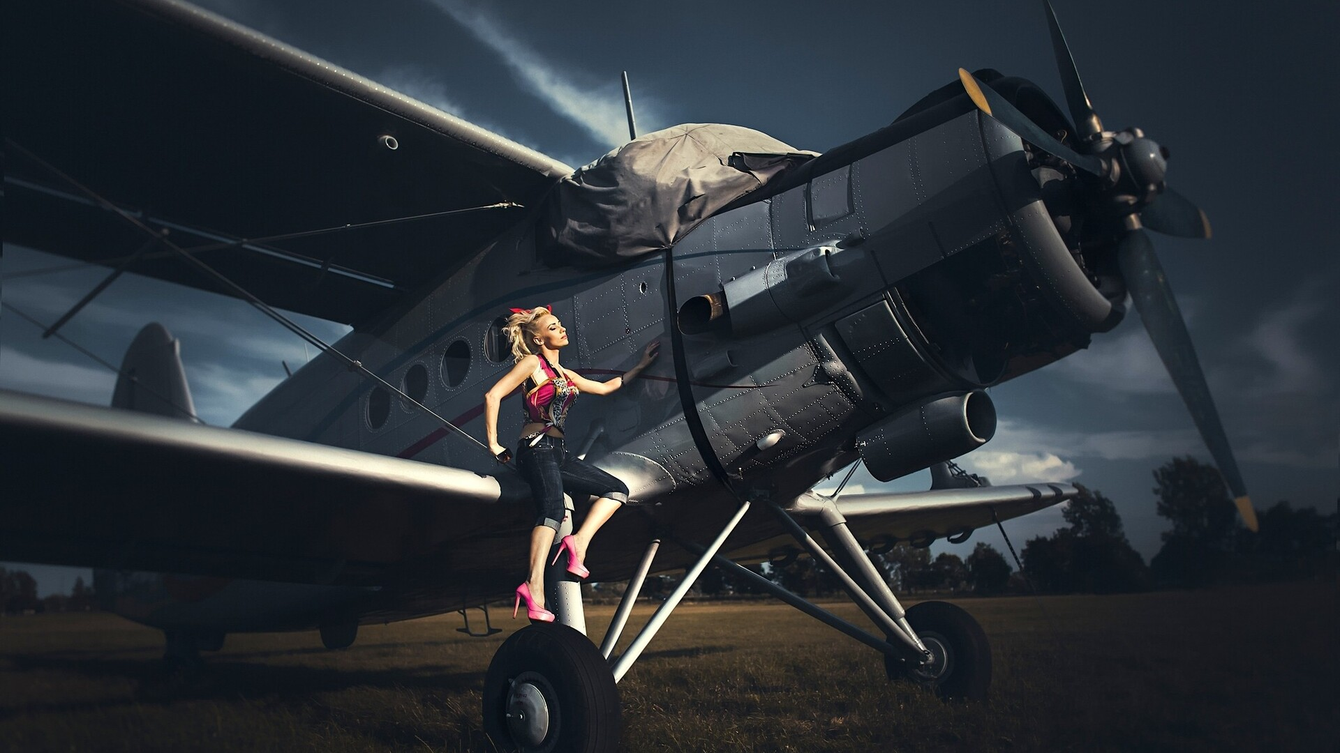 women-with-planes-image.jpg