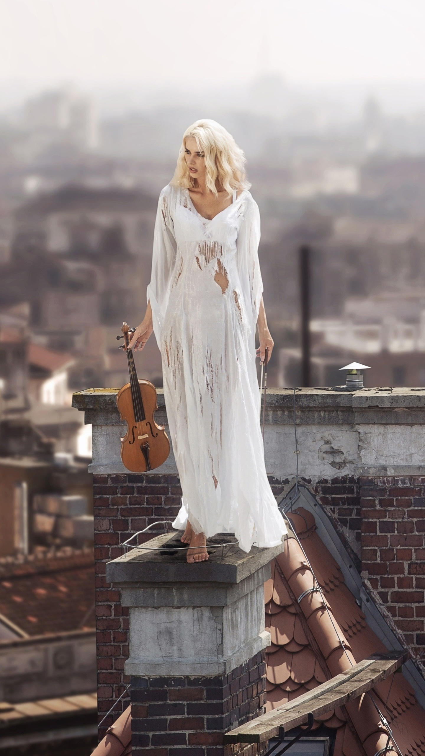 women-with-violin-standing-on-roof-4k-1v.jpg