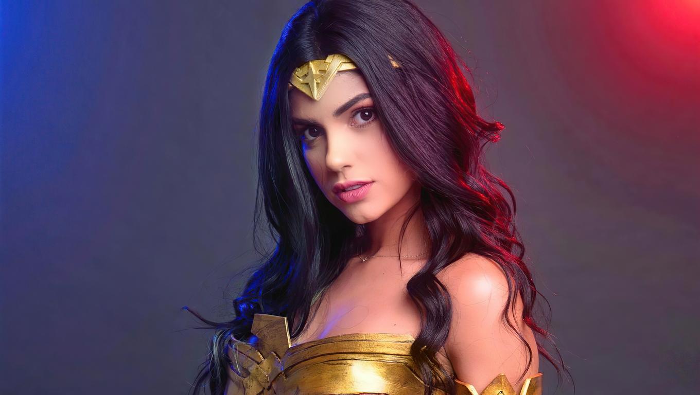 wonder-woman-cosplay-girl-4k-3g.jpg