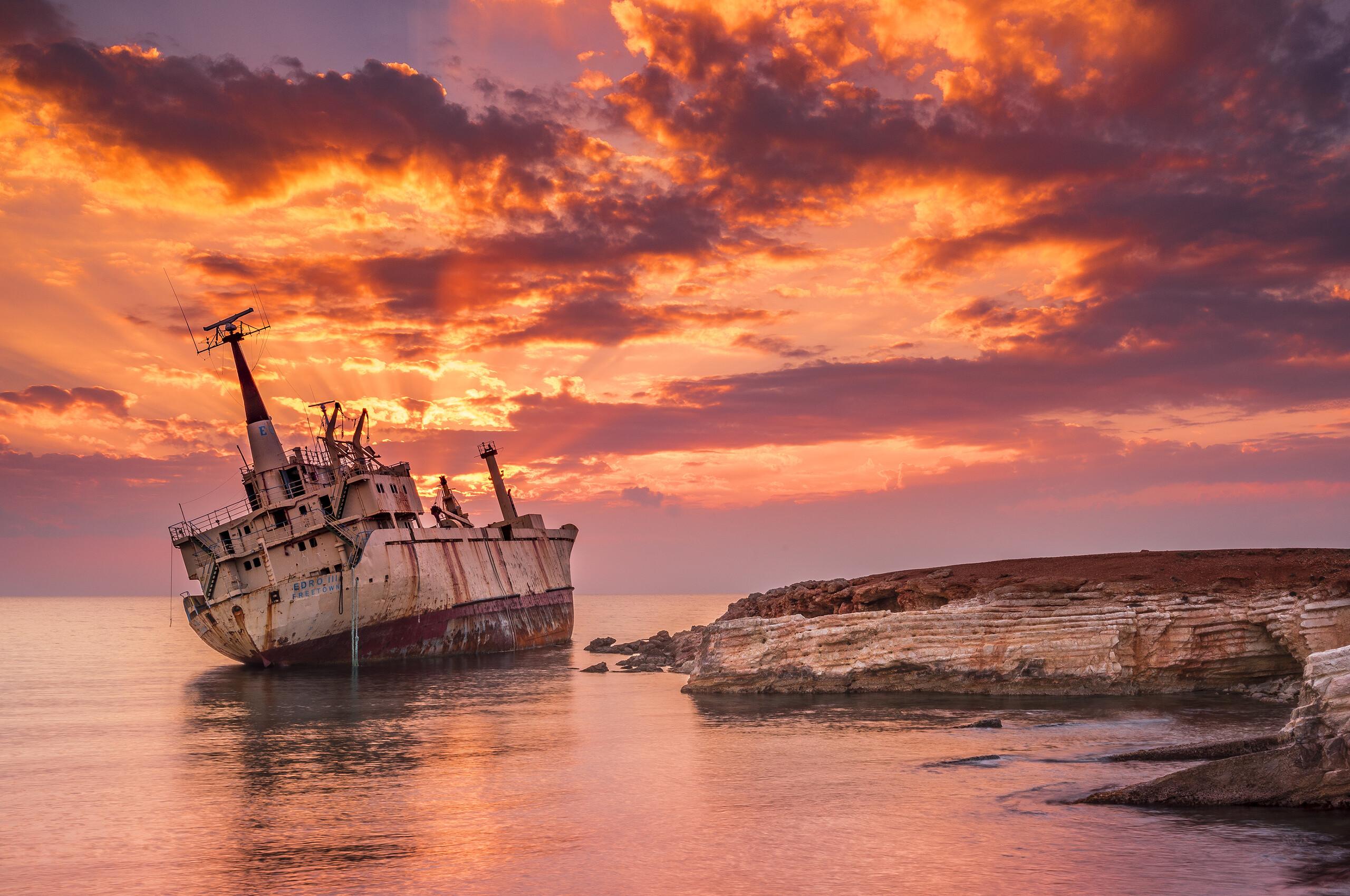 wrecked-ship-4k-rt.jpg