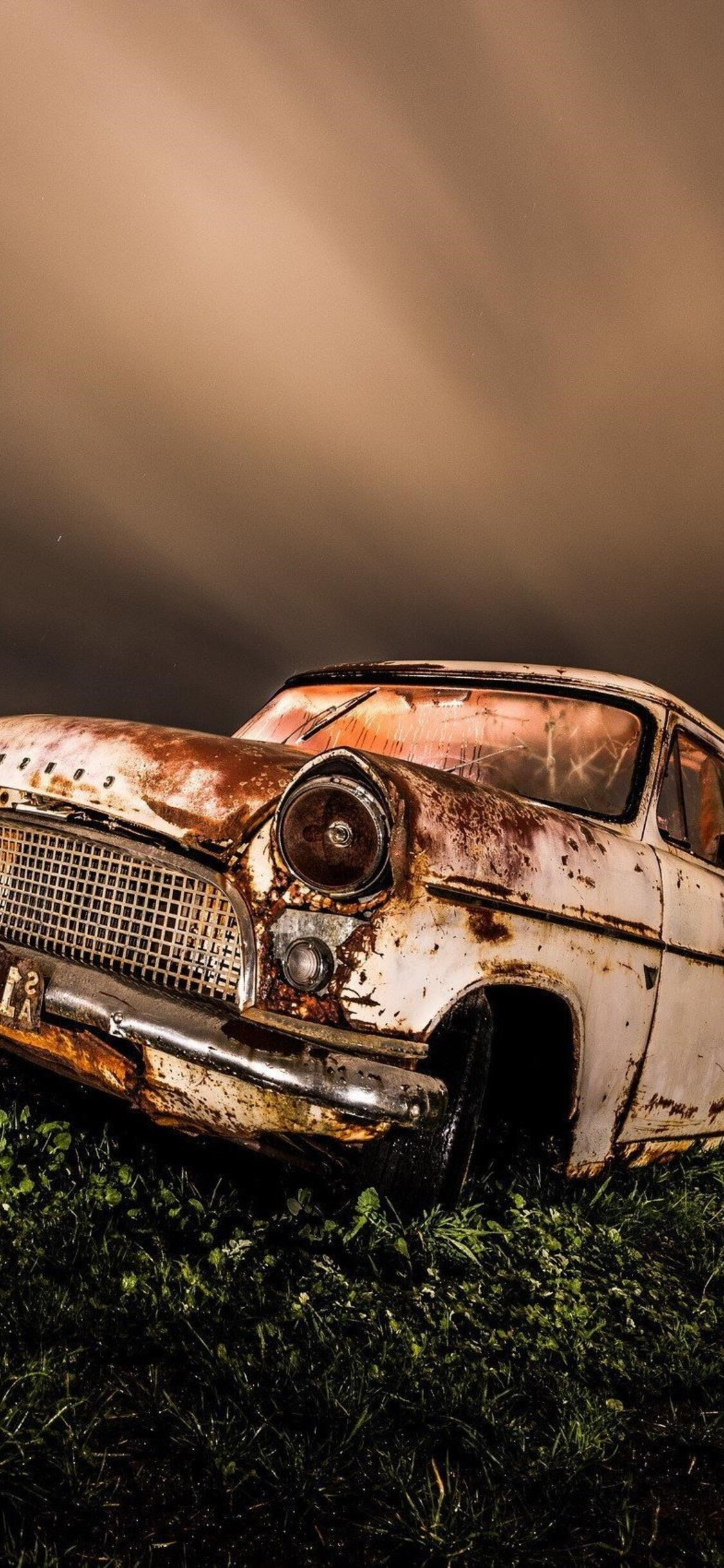 1125x2436 Wrecked Vintage Car Iphone Xs Iphone 10 Iphone X