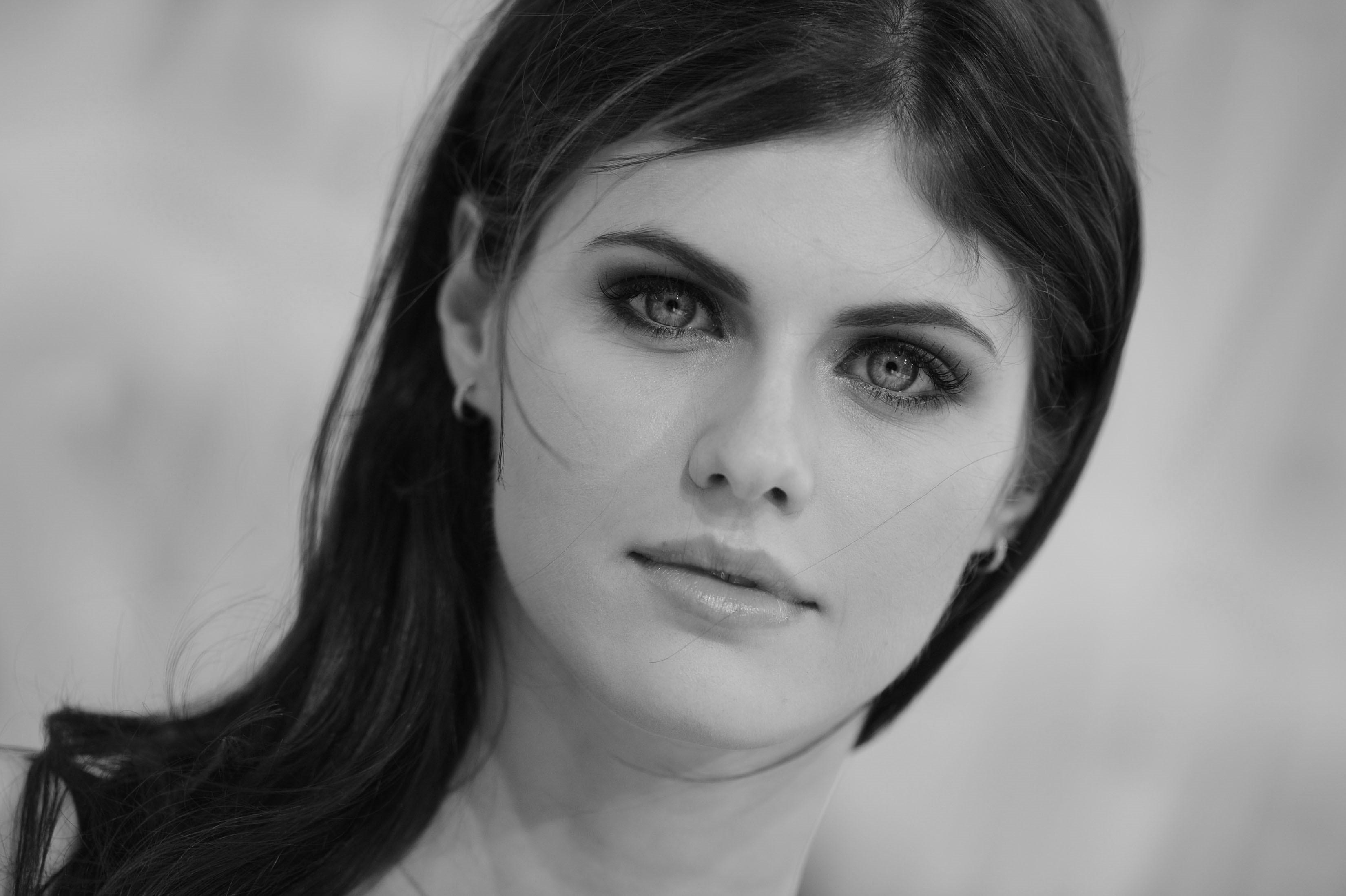 Alexandra Daddario Monochrome Hd Celebrities 4k Wallpapers Images Backgrounds Photos And Pictures