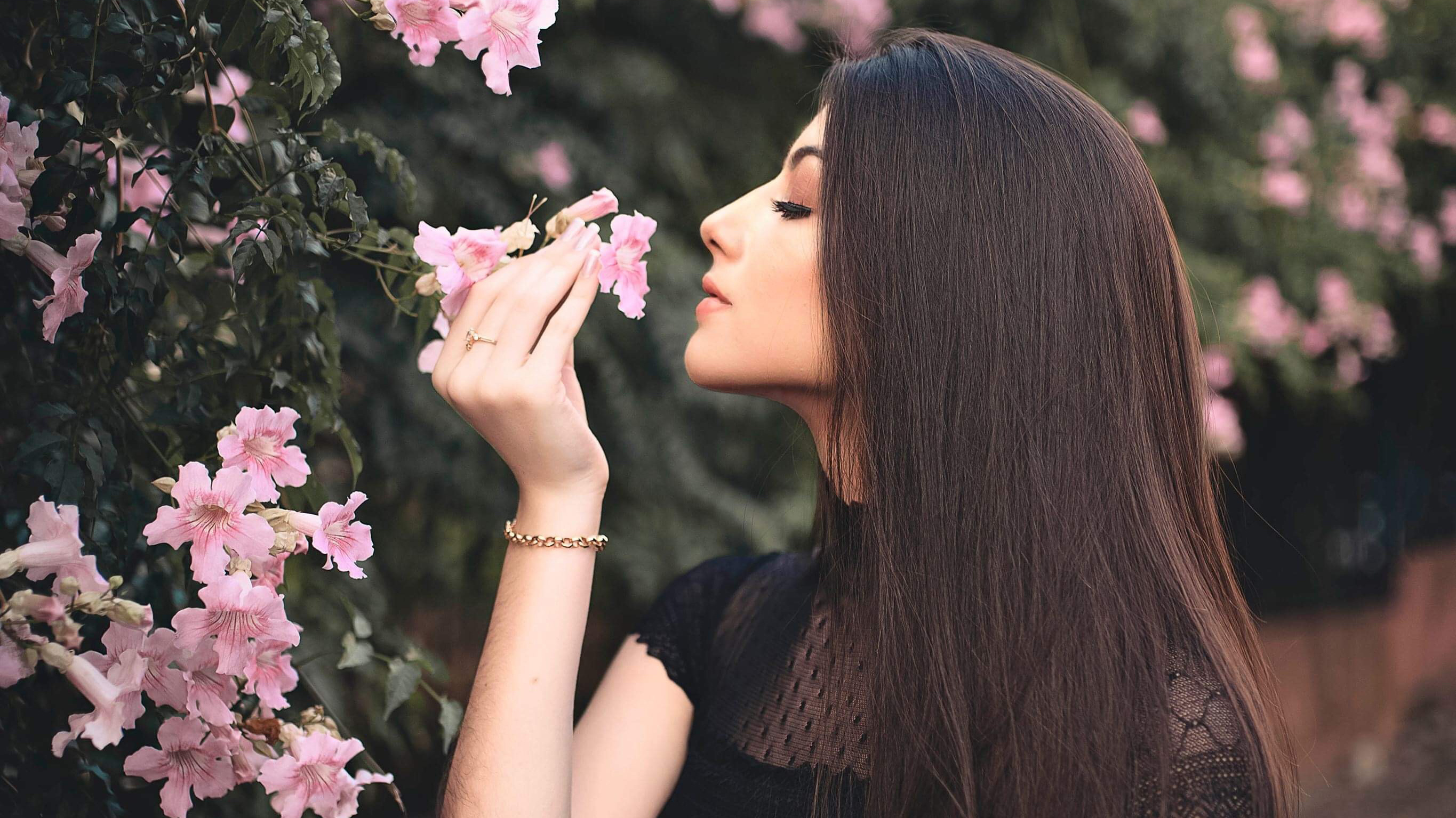 Attractive Beautiful Girl Smelling Flowers Hd Girls 4k Wallpapers Images Backgrounds Photos And Pictures