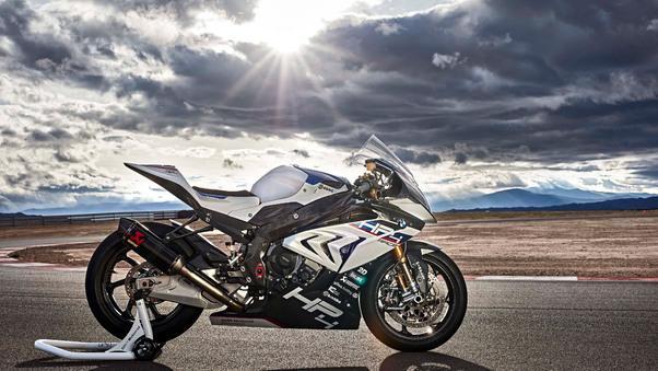 bmw-h4-race-4k-sd.jpg