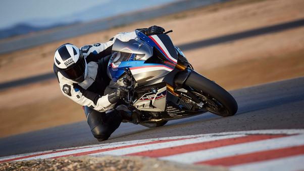 bmw-h4-race-taking-corner-po.jpg