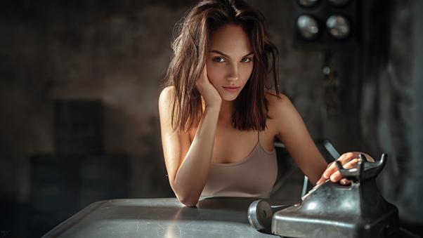 brunette-girl-brown-eyes-looking-directly-4k-f7.jpg