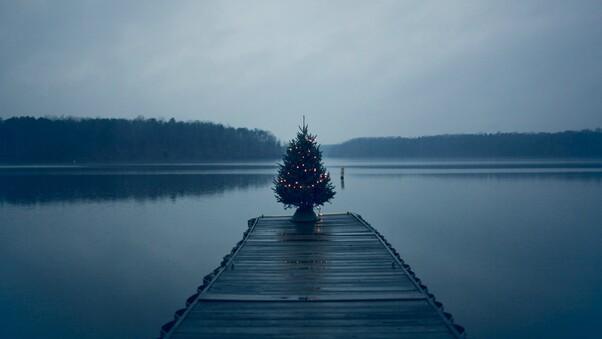 christmas-tree-on-pier-hl.jpg