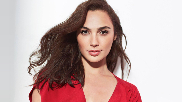 gal-gadot-revlon-candid-foundation-commercial-2019-10.jpg