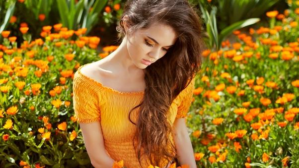 girl-in-flower-field-4k-ka.jpg