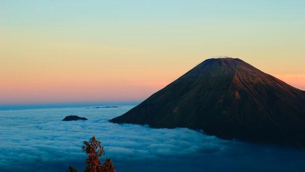 gunung-sumbing-wonosobo-island-in-indonesia-5k-w6.jpg