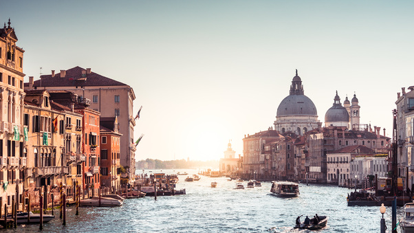 italy-riverboat-sunrises-and-sunsets-grand-canal-4k-cn.jpg