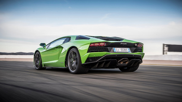 Full HD Green Lamborghini Aventador Wallpaper