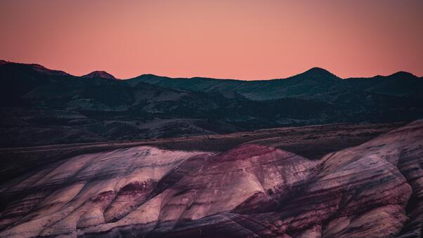 moon-rising-over-the-painted-hills-4k-yu.jpg