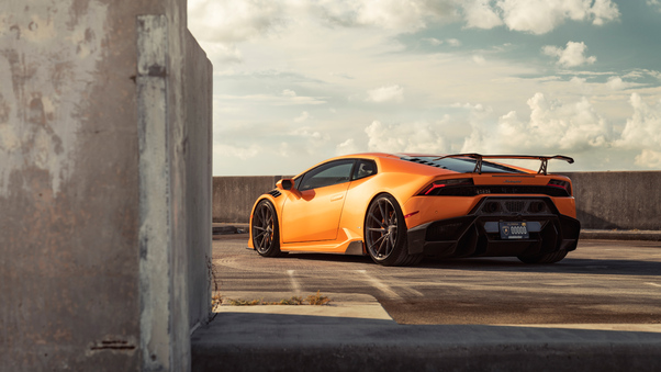 Full HD Green Lamborghini Huracan Rear Wallpaper