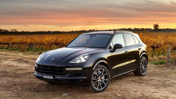 Full HD Porsche Cayenne Turbo 2018 Wallpaper