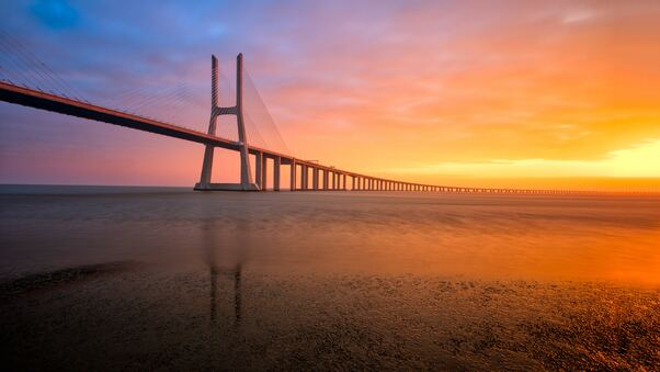 portugal-lisbon-25-de-abril-bridge-9q.jpg